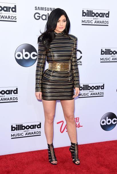 Kylie Jenner lució este modelito tan llamativo.