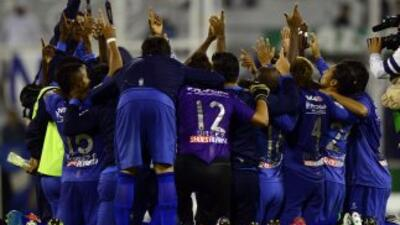 Tras igualar sin goles con Vélez, Emelec celebró la clasificación a octa...