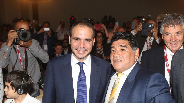 Maradona afirma que será vicepresidente de la FIFA si el Príncipe Ali es...