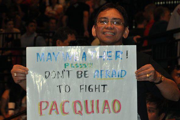 Hasta algunos filipinos se presentaron para dejarle un mensaje a Floyd M...