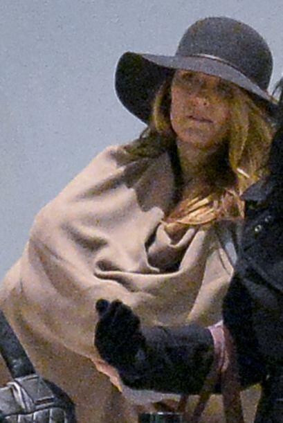 Blake cubrió con una mantita a su nena de dos meses.