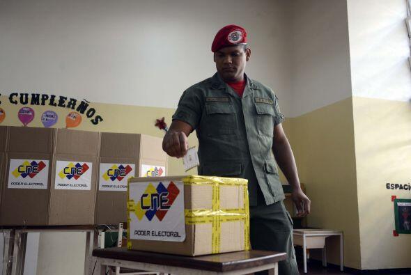 Comenzaron la votación temprano llamando a los venezolanos a votar.