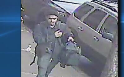 Autoridades buscan al responsable del robo en un apartamento de El Bronx