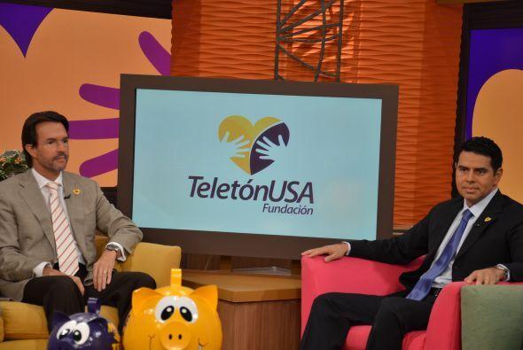 Fernando Landeros, presidente y director general de Teletón USA, y César...