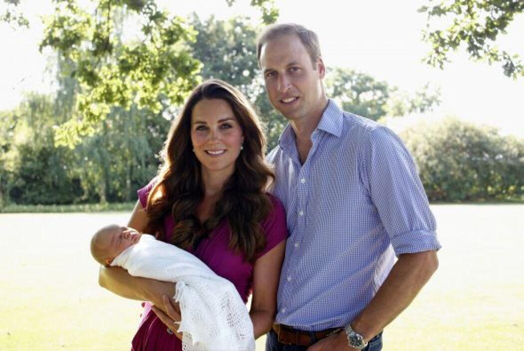 George dormía plácidamente en brazos de su madre, pero ya enamoraba a la...