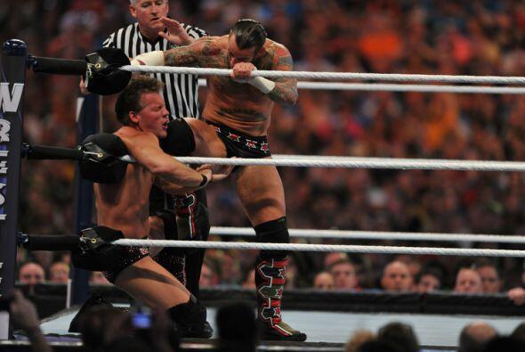 CM Punk defendía su título de Campeón Mundial de la...
