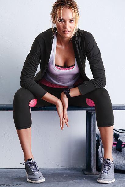 ¿Qué le dirían a esta mujer si los invita a una sesión privada de yoga?