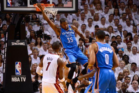 No bastaban las clavadas espectaculares de Kevin Durant, que junto con R...
