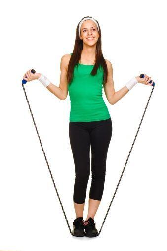 ¡Saltar la cuerda es uno de los ejercicios para perder peso más simples...