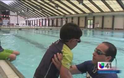 Clases de natación gratis durante el verano
