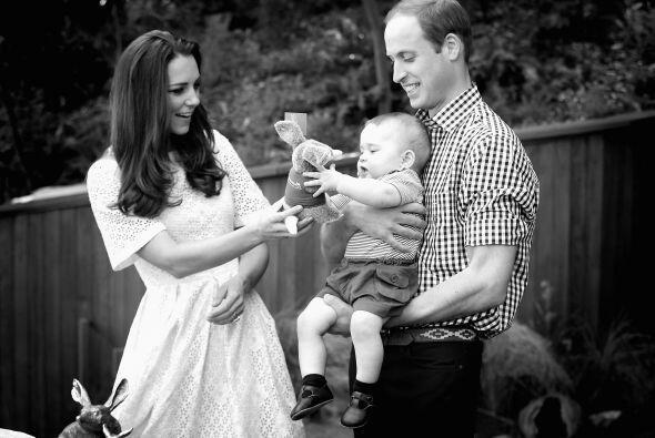 Tanto William como Kate no dejaban de hablarle con amor y hacerle cari&n...