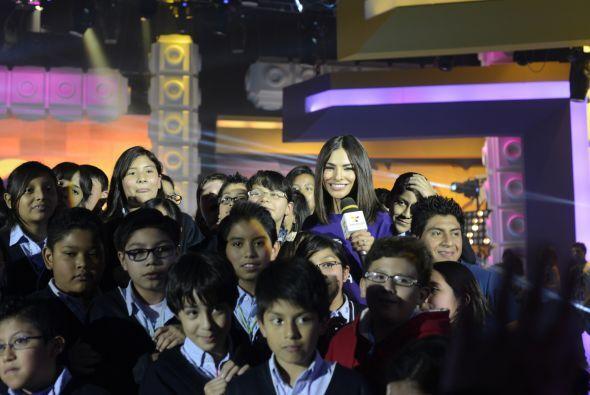 Alejandra presentó a un cantante juvenil muy reconocido, y lo hizo acomp...