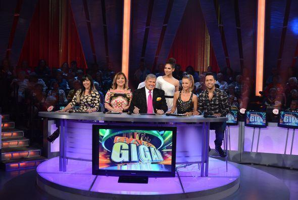 Alejandra presentó a los miembros de la Academia que, como siempre, luci...