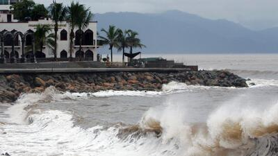 Aumenta a categoría II el huracán Norbert