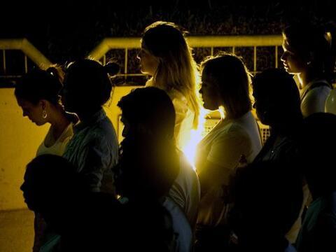 Miles de personas partriciparon en un homenaje silencioso a las v&iacute...