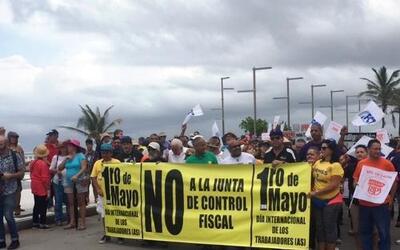 Miles de ciudadanos se reunieron en las calles del Viejo San Juan en rec...