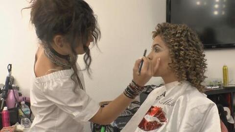Detrás de cámaras: Mira cómo se transformó Karla con un 'look afro'