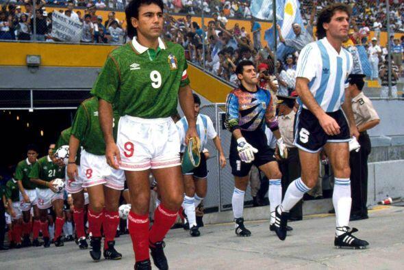 Sería en 1993 que Hugo volvería a vestir la playera de la selección en l...