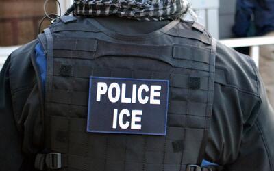 Durante un operativo, ¿se puede presentar como policía un agente de ICE?