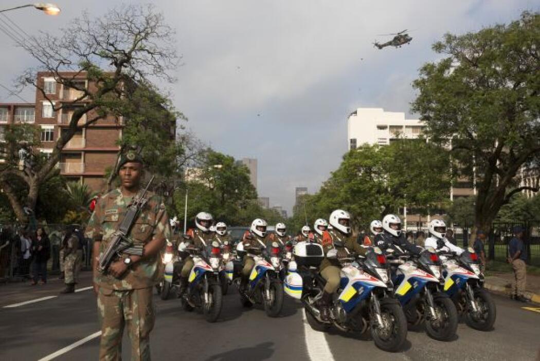 A la guardia de honor se le sumó la vigilancia aérea de un helicóptero m...