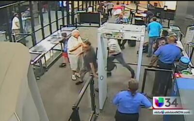 Con machete en mano hombre ataca a agente en un aeropuerto