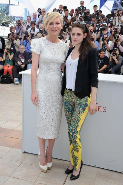 Kirsten Dunst y Kristen Stewart en Cannes de 2012.   Aquí los videos más...