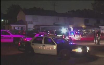 Hombre dispararía contra policía en Houston al ponerle una infracción ve...