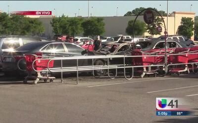 Fuerte explosión en estacionamiento de una tienda comercial