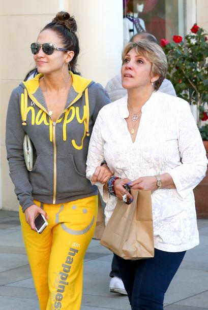 Madre e hija llegaron a un centro comercial de Calabasas, California. Mi...