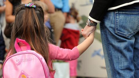 ¿Es recomendable que los padres compartan muchos datos de su infancia co...