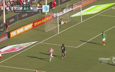 Terrible regalo de Diego Reyes y Fran Tudor aprovechó para marcar el 2-0...