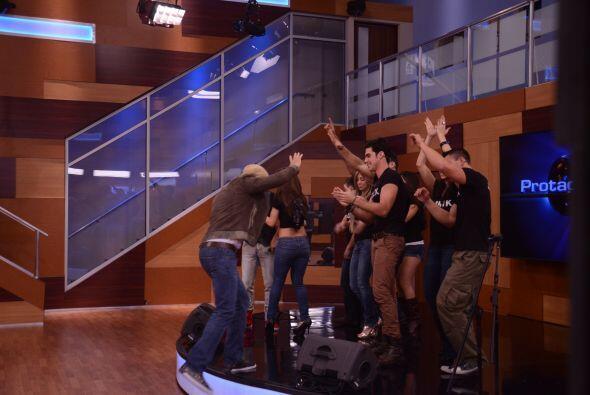 Grupo Manía y Zone D' Tambora improvisaron con los protagonistas e invit...