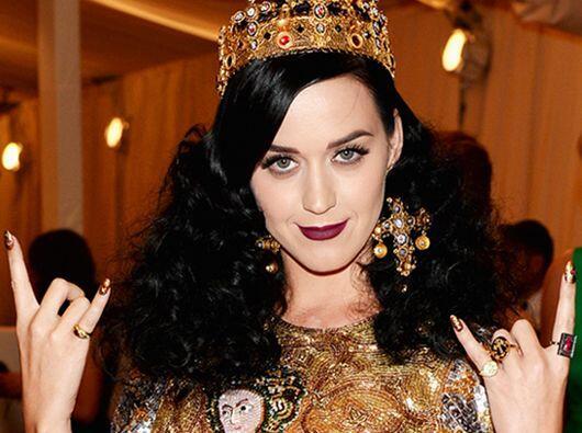 Katy Perry está nominada como Favorite Hitmaker.