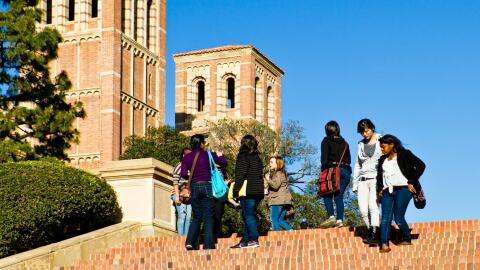 La ley SB4 establece que ninguna universidad puede impedir que los agent...