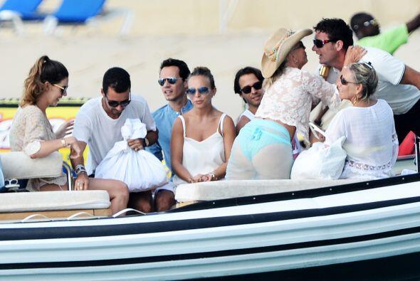 Todos se divirtieron en un paseo en bote. Mira aquí los videos m&...