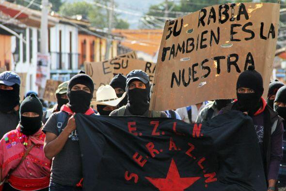 Este movimiento, también en protesta por la desaparición de los 43 estud...