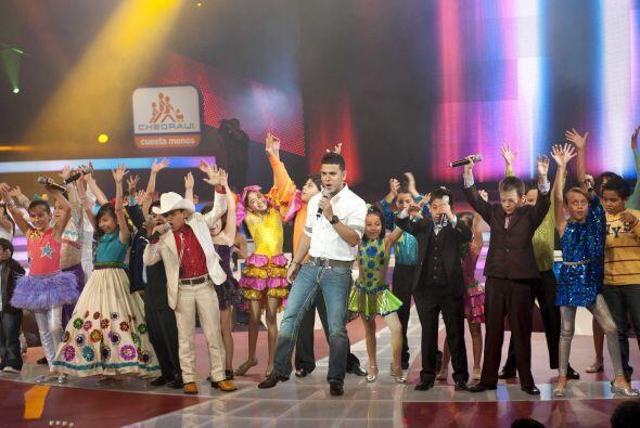 Pero el show debe continuar y el encargado de abrir el show fue Tito 'El...