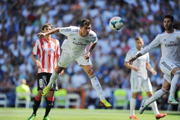 Un certero cabezazo sería la fórmula para que el Bernabéu cantara otra a...