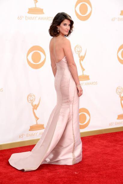Cobie Smulders lució muy linda con este vestido, cuyo brillo de l...