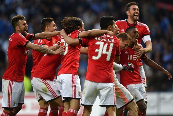"""Los """"encarnados"""", que también ganaron la Copa de Portugal y la de la Lig..."""