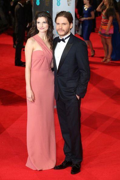 El actor Daniel Bruhl optó por un traje con solapas satinadas de Giorgio...