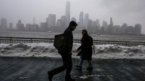Escuelas de Nueva York reabren este miércoles y el sistema de transporte...
