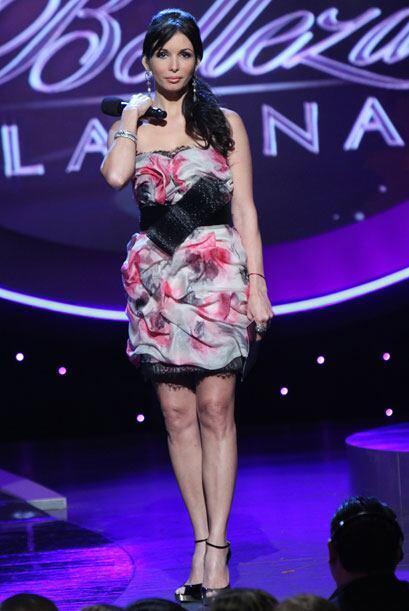 En esta gala de Nuestra Belleza Latina, Giselle usó un traje corto y est...