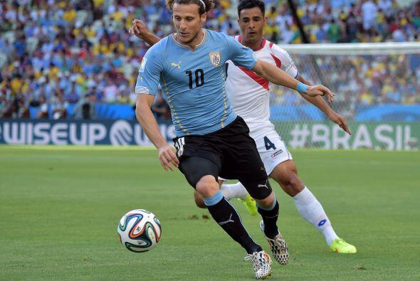 Diego Forlán jamás pudo hacerse notar en el marcador, al a...