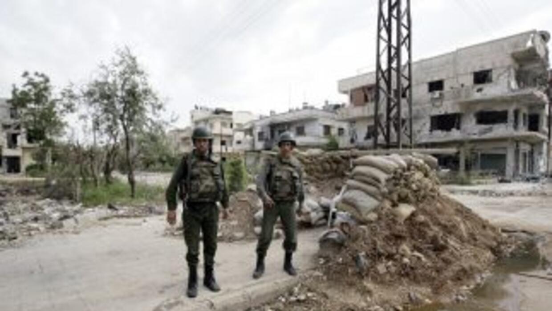 Los rebeldes dicen defender a los civiles de la represión de la revuelta...