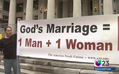 Se manifiestan a favor y en contra del matrimonio gay