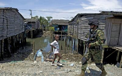 Ciudades como Buenaventura han sufrido la masiva llegada de pobladores y...