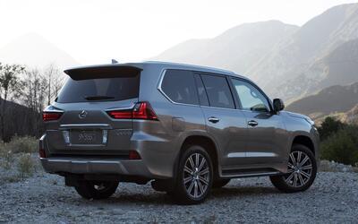 Video: Lujo, espacio y capacidad fuera de la ruta se resume en el Lexus...