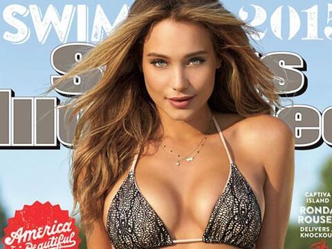 La supermodelo de 24 años aparece casi desnuda en la portada de l...