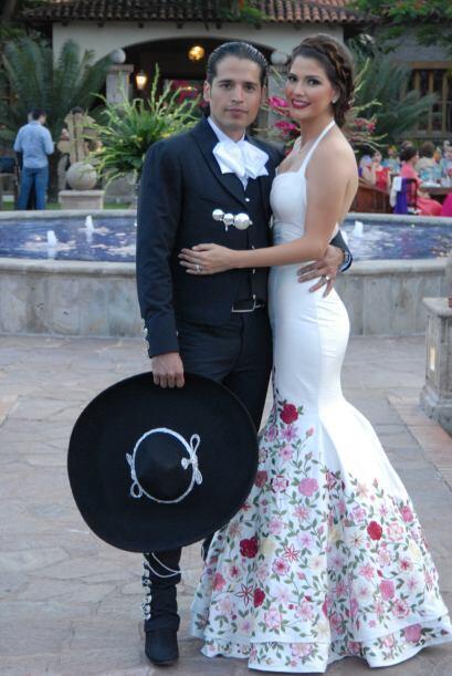 Ana eligió el traje de charro de Luis, él no la había visto de novia. ¡S...